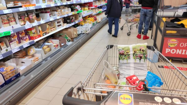 Lidl UK removes over 1bn pieces of plastic from stores