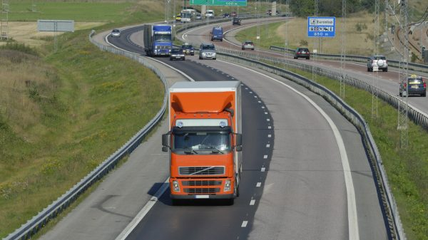 Government pledges support for struggling HGV sector