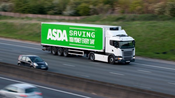 Shortening HGV driver tests 'not enough' to solve crisis