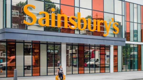 Sainsbury's has decided against selling off a loss-making bank after haggling with the potential buyer for more than a year
